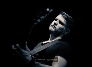 Gitarist Ben Poole fluistert en scheurt in De Noot