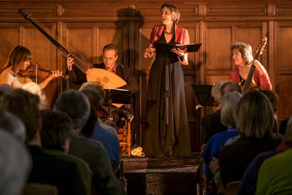Henriette Feith tijdens het concert ´Bonte Barok ... zonder Bach´, eind januari in de Mannenzaal. Foto: Cees de Vries
