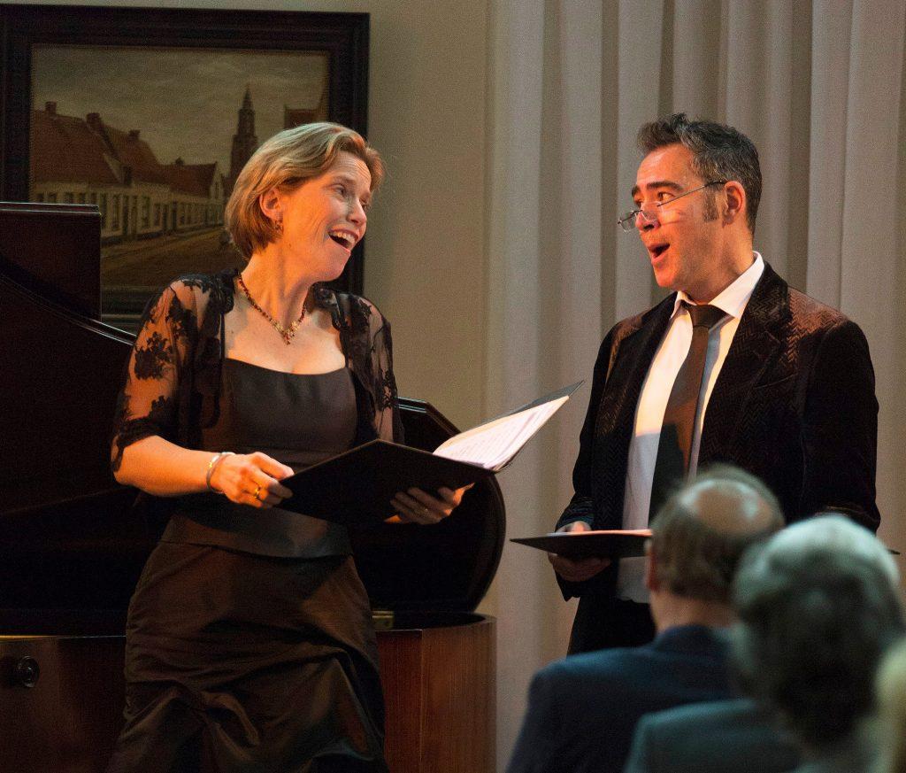 Henriette Feith en bariton Simon Vural tijdens het eerste concert van Music on Chairs: ´A Sunny Sunday Sungrecital. Foto: Cara Louwman
