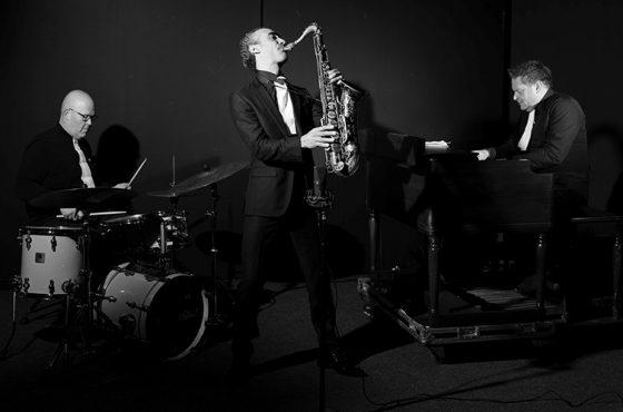 Efraïm Trujillo Trio @ Artishock