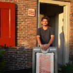 Beheerder Diederik la Verge heet iedereen welkom een kijkje te nemen in De Volmolen.