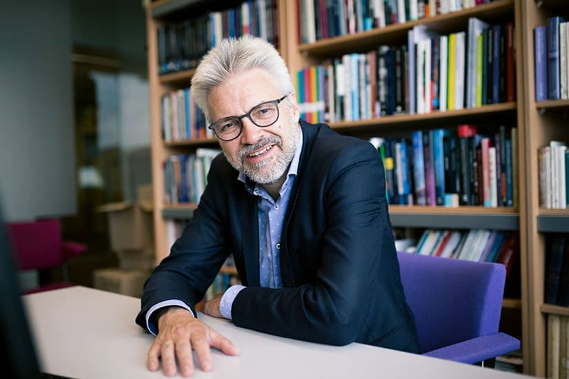 Zincafé: Prof. dr. Govert Buijs @ Theater De Tuin