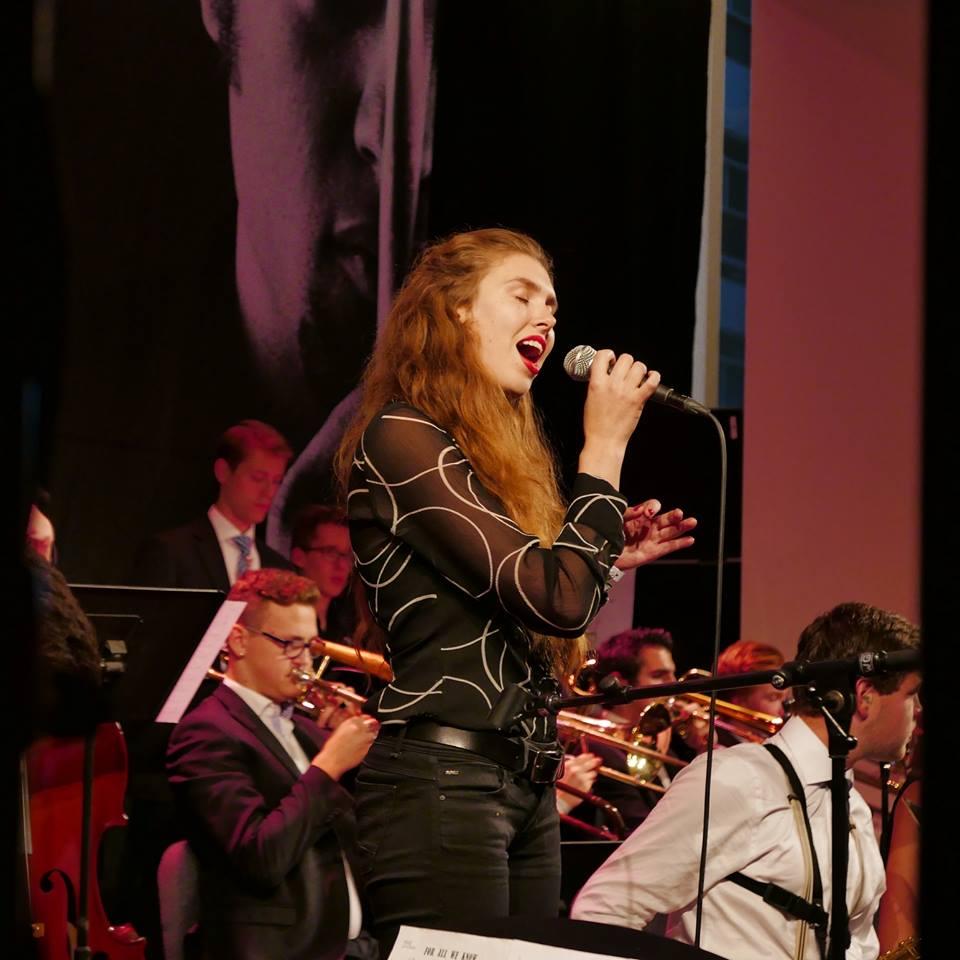 Meike zingt....met supervocalist Laura @ Artishock